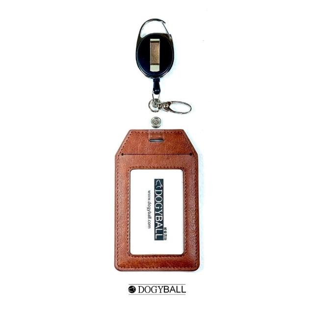 【DOGYBALL】可伸縮兩用皮飾行李包吊牌固定式識別證 檜木棕(環保皮革可放悠遊卡信用卡通行證名片)