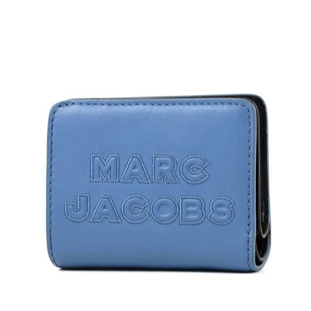 MARC JACOBS 馬克賈伯【MARC JACOBS 馬克賈伯】浮雕LOGO牛皮釦式短夾-雲雀藍