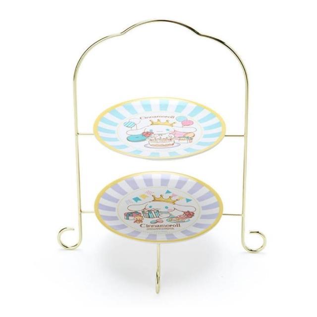 【小禮堂】大耳狗 美耐皿蛋糕盤組 附展示架 咖啡杯盤 點心盤 沙拉盤 《綠 生日國王》
