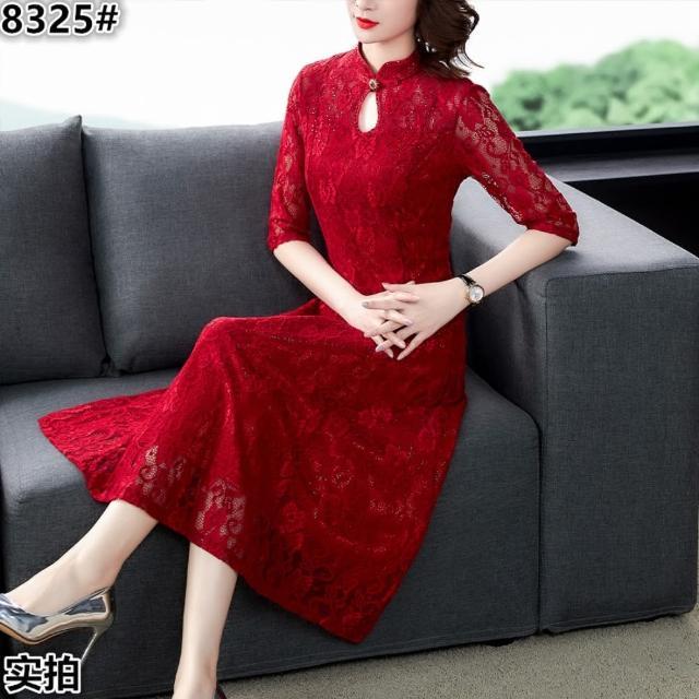【REKO】富貴紅珠扣水滴立領高雅蕾絲洋裝M-3XL