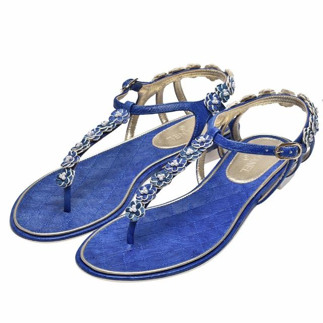 【CHANEL 香奈兒】經典雙C LOGO花朵點綴露趾夾腳涼鞋(牛仔藍G32088-BLUE)