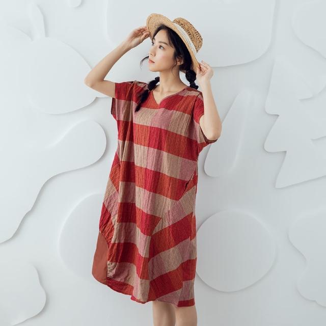 【MOSS CLUB】V領格紋繡花-女洋裝 繡花 黑 紅紅(二色/版型寬鬆)